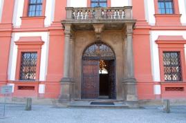 Troja Castle: front entrance