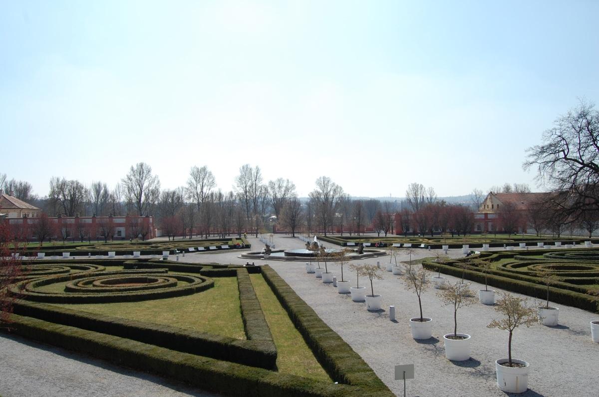 Troja castle: gardens