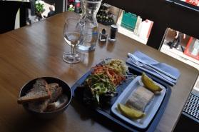 """Le petit marché, """"saumon bio avec de crudités,"""" Dijon"""