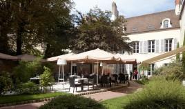 """""""Les Oenophiles,"""" outside, Dijon, France par http://www.hotelphilippelebon.com/en/restaurant"""
