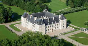 Ancy-le-Franc Château, Burgundy, France from http://www.chateau-ancy.com/