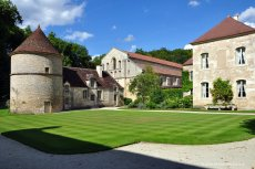 The Abbaye de Fontenay, Burgundy, France from www.all-free-photos.com.