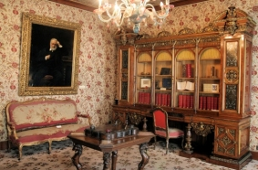 Place des Vosgues, Maison de Victor Hugo-museum, Marais, Paris, France from http://maisonsvictorhugo.paris.fr/en